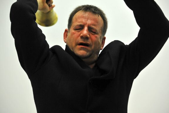 Gabe Gaudet with Jürgen Fritz performing 'Ringing a bell in dialogue' at XPACE.