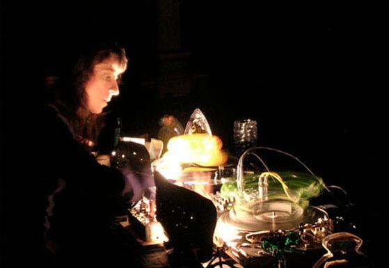 Diane Landry performing La morue / The Cod at Art System